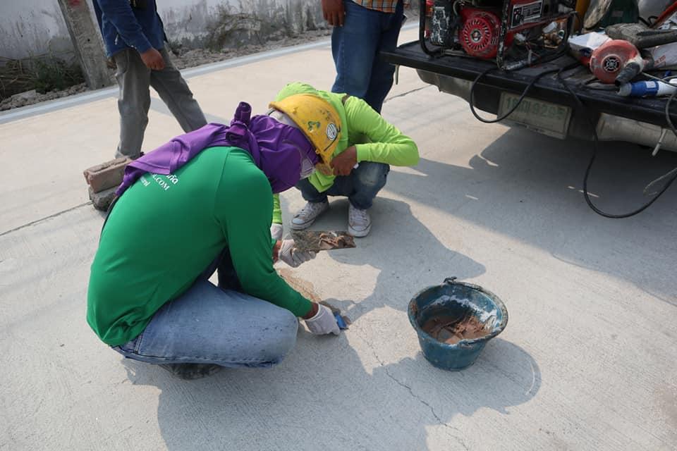 งานซ่อมพื้นถนนคอนกรีตแตกร้าวด้วยวิธีการ Epoxy Injection  โรงงานบ้านบึง จังหวัดชลบุรี