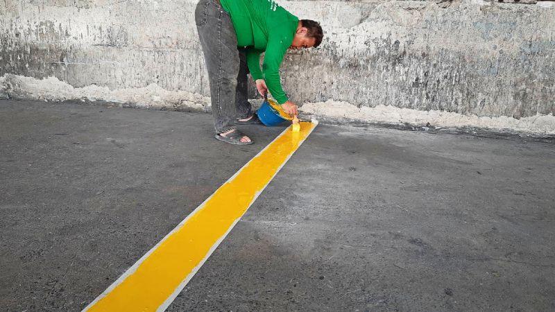 งานตีเส้นขนาด 10 cm. สำหรับที่จอดรถด้วย Epoxy
